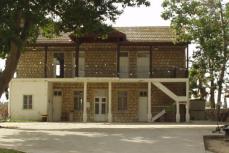 courtyard-ein-shemer